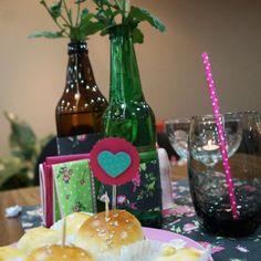 Um lindo chá de lingerie, todinho DIY, feito à mão pela noivinha Bruna Cantador. São detalhes maravilhosos que deixaram o chá com a cara da noiva e cheio de inspirações para outras noivinhas!