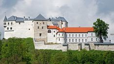 Ľupčiansky hrad Castles, Medieval, Mansions, House Styles, Home Decor, Decoration Home, Chateaus, Manor Houses, Room Decor