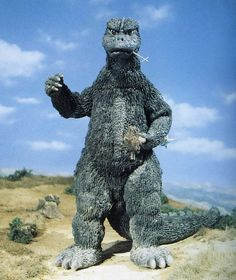 Godzilla Vs Gigan, Godzilla Comics, Giant Monster Movies, Godzilla Wallpaper, Danse Macabre, Retro Toys, Cool Art, Horror, Lion Sculpture