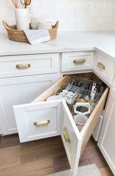 Storage & Organization Ideas From Our New Kitchen! A super smart solution for using the corner space in a kitchen - kitchen corner drawers!A super smart solution for using the corner space in a kitchen - kitchen corner drawers! Small Kitchen Storage, Kitchen Cabinet Storage, Kitchen Small, Corner Cabinet Kitchen, Ikea Kitchen, Kitchen Pantry, Kitchen Ideas For Small Spaces Design, Narrow Kitchen, Kitchen Modern