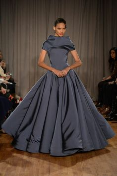 Zac Posen Fall 2014 RTW - Runway Photos - Fashion Week - Runway, Fashion Shows and Collections - Vogue Love Fashion, High Fashion, Fashion Show, Fashion 2014, Modest Fashion, Fashion Styles, Fashion Art, Style Fashion, Couture Fashion