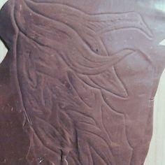 Transferring Au'Ra Xaela scales pattern to clay . . #prostheticsculpt #ffxiv #finalfantasycosplay #finalfantasyxiv #auraxaela #scales
