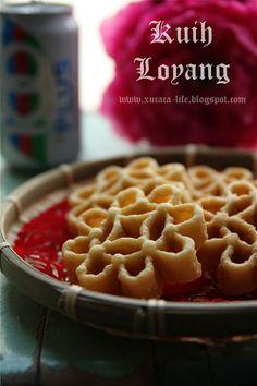 Butter . Flour & Me 爱的心灵之约: 蜂窝饼 (Kuih Loyang) Chinese New Year Cookies, New Years Cookies, Waffles, Breakfast, Food, Morning Coffee, Eten, Waffle, Meals