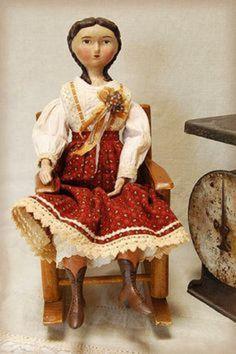 Сегодня я хочу показать кукол американского мастера Лоры Солинг. С этой художницей я лично не знакома, но куклы ее покорили меня совершенно! У меня к куклам своеобразное отношение. Я считаю, что кукла не должна, вот прям не должна ни в коем случае быть идеальной! Самые лучшие куклы (вспомните из детства, как мы любили замурзанные, с откусанными носами и выдранными волосами и потерянными лапами…