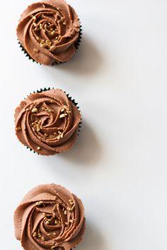 milk chocOlate vanilla cupcakes