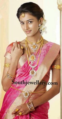 Sleek and Stylish Temple Jewellery - Indian Jewellery Designs Indian Wedding Bride, South Indian Weddings, South Indian Bride, Beautiful Girl Indian, Beautiful Saree, Beautiful Indian Actress, Beautiful Ladies, Indian Jewellery Design, Indian Jewelry