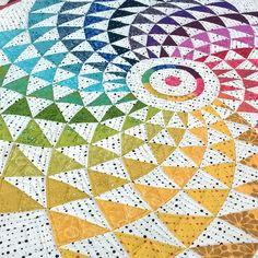 I decided that this #eclipsequiltpattern by @msm_designs deserved a blog post, because it's a stunning quilt. Link in my profile. There's also information there about how you can get the pattern, currently at $3 off. I'm going to go preorder it now.