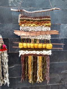 Telar decorativo en lana de oveja 100% natural Weaving Textiles, Weaving Art, Loom Weaving, Tapestry Weaving, A Level Textiles, Weaving For Kids, Weaving Wall Hanging, Textile Fiber Art, Macrame Art