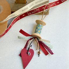 Christmas Ideas, Christmas Decorations, Christmas Ornaments, Holiday Decor, Fundraising Ideas, Lucky Charm, Xmas Crafts, Charmed, Tin Cans