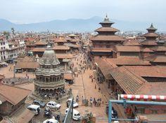 Nepal. Rico em cultura asiática clássica e natureza tropical, o Trekking na zona rural subdesenvolvida é um dos pontos mais chamativos do Nepal. Além disso, tem templos sagrados maravilhosos. Uma rúpia nepalesa vale aproximadamente US$ 0,01.