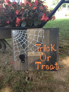 Hand Painted Reclaimed Pallet Trick or Treat Sign