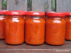 Bardzo smaczny i prosty w przygotowaniu sos z pomidorów i papryki. Idealny na zimno jako dodatek do wędlin czy kanapek oraz na ciepło z ryżem czy makaronem Hot Sauce Bottles, Preserves, Cake Recipes, Vegetarian Recipes, Spices, Food And Drink, Veggies, Stuffed Peppers, Homemade
