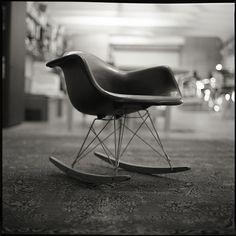Eames RAR Chair | Oh Vitra Design, I love thee. Chaise Chair, Chair And Ottoman, Vitra Design, Chair Design, Cool Furniture, Furniture Design, Vintage Chairs, Deco Design, Take A Seat