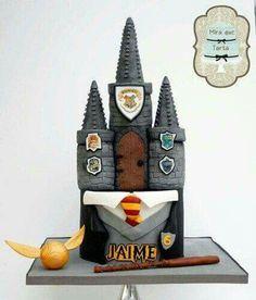 Harry Potter - cake by miraquetarta Harry Potter Desserts, Bolo Harry Potter, Gateau Harry Potter, Harry Potter Wedding Cakes, Harry Potter Birthday Cake, Harry Potter Food, Harry Potter Theme, Harry Potter Hogwarts, Cute Cakes