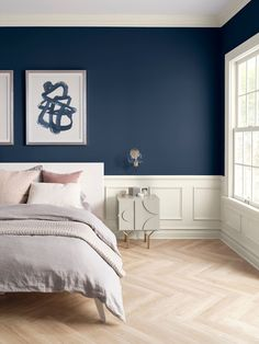 Sherwin-Williams color of the year 2020 - naval bedroom wall paint Swap a scuffed-up interior paint color for these neutral options that will help your home shine, even when you don't have time to clean. Blue Accent Walls, Navy Blue Walls, White Walls, Navy Blue Color, Soothing Paint Colors, Relaxing Colors, Neutral Paint, Navy Blue Bedrooms, Navy Blue Living Room