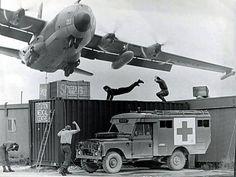 C 130 Hercules - very low. Ala Delta, C130 Hercules, Ac 130, Aircraft Photos, Plane Photos, Us Marines, Transporter, Royal Air Force, Vietnam War