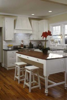 Shaker style white cabinetry. Love that furniture-style island for an unfitted look. // Design by Jennifer Gilmer