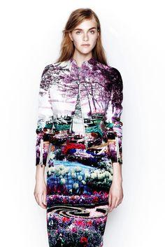 風景を取り込み「桃源郷」を生み出すファッションに衝撃 Mary Katrantzou