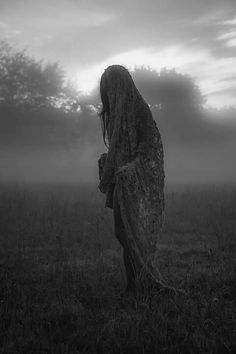 This is mostly witchy stuff. I love this path and i intend to study and learn all about it. I'm also into Gothic, creepy, vintage, witchy, photos. Many blessings. Dark Fantasy, Foto Fantasy, Story Inspiration, Character Inspiration, Fantasy Photography, Arte Horror, Foto Art, Dark Beauty, Macabre