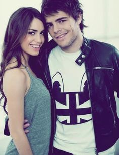Marianela esposito y peter lanzanni Gossip Girl, Mandalay, Series Movies, Memes, Youtubers, Harry Potter, Singer, Actresses, T Shirts For Women