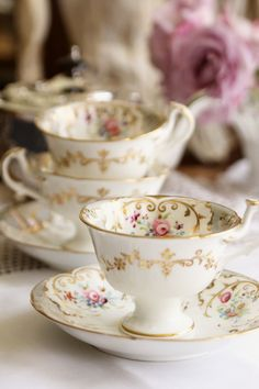 Tea Sets Vintage, Vintage Cups, Café Chocolate, Antique Tea Cups, Tea Pot Set, Fun Cup, Tea Service, Tea Accessories, Tea Cup Saucer