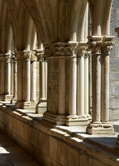 Abbaye de Noirlac, cloître - 2014 - Stéphane Mahot photography - https://www.flickr.com/photos/29248605@N07/14976151731/in/photostream/