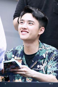 the most nicest smile i ever seen Kyungsoo, Kaisoo, Exo Chanyeol, Exo Korean, Korean Men, Exo Do, Do Kyung Soo, Kim Junmyeon, Kris Wu