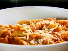 Nick and Toni's Penne Alla Vecchia Bettola recipe from Ina Garten via Food Network-OMG. It is indeed the best Penne ala vodka I every had! Italian Recipes, New Recipes, Favorite Recipes, Pasta Recipes, Dinner Recipes, Cooking Recipes, Risotto Recipes, Sauce Recipes, Cooking Time