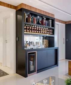 If you are planning to have a bar in your home with a unique design where you can hang-out, party with your friends or just watch a game you need to have a list the best home bar design ideas. Home Bar Counter, Home Bar Cabinet, Bar Kitchen, Home Bar Rooms, Home Bar Decor, Mini Bars, Bar Sala, Coffee Bar Home, Modern Bar