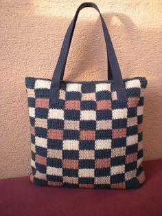 EmmHouse: Tapestry crochet bag (with zip) – free written pattern.                                                                                                                                                      More