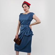 Look like you stepped out of a film noir movie with our video tutorial based on Butterick 5880, a 1951 reproduction pattern