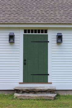 Handmade board and batten storm door – farmhouse front door with screen New England Farmhouse, Colonial House Exteriors, House Front Door, House Front, House Exterior, Plank Door, Exterior Doors, Storm Door, Farmhouse Style House