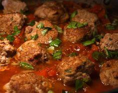 Slow Cooker Easy Meatballs - key word EASY! www.getcrocked.com I love this site http://porkrecipe.org/posts/Slow-Cooker-Easy-Meatballs-key-word-EASY-28367