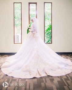 Stunning  The Wedding of @ameerazaini & @hasnorrozaini  Great shot by @_az.co  . . . #muslimwedding #gelin #dugun #gelinlik #damat #hijabstyle #malaywedding #themodestymovement #bridestory #weddingku #nikkah #tesettur #weddingphotography #akadnikah #prewedding #hijabi #hijaber #weddingphoto #gelinbuketi #pernikahan #pengantin #pengantinmuslim #pengantinmalaysia by muslimweddingideas