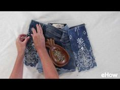 How do you reuse clothes that are too small? Check out this list of refashion clothes tutorials to inspire you and teach you new sewing skills! Reuse Clothes, Diy Clothes And Shoes, Diy Clothes Videos, Sewing Shorts, Diy Shorts, Making Jean Shorts, How To Make Jeans, Trash To Couture, Denim Crafts