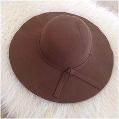 "HP 1/24x2Boho Brown Floppy Hat NWOT Boho is here to stay! There's a little dent on the top from shipping but with wear this will be normal. Measurements: Base: 22 1/2"", Brim: 49"" HP @shopgirl3651 @rdomal. Ask ALL questions before you buy,sales are final. I try to describe the items as accurately as I can but if I missed something,let me know FIRST so we can resolve it before you leave < 5rating.   TRADES/PP LOWBALLING (consider the 20% PM fee) ✅Offers only through the OFFER BUTTON  100%…"