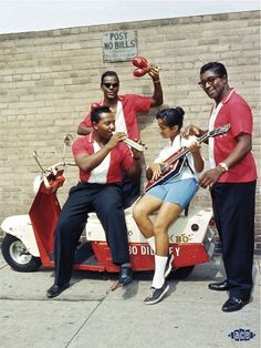 FOTO: Bo Diddley with The Duchess http://staypulp.blogspot.com/2017/03/foto-bo-diddley-with-duchess.html
