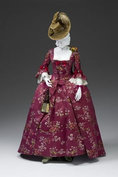 Burgundy floral silk robe á la Française (front), 1770-1790.