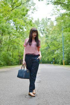 http://www.katharine-fashionisbeautiful.blogspot.sk/2015/08/ach-tie-bodky.html Bodkovaná blúzka_Katarína Jakubčová_Fashion blogger_pants_dots_polka_woman_outfit_inspiration