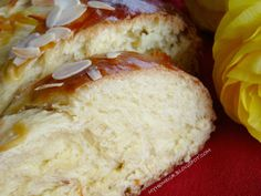 My home .: Easter buns, fluffy and fragrant ! Greek Sweets, Greek Desserts, Greek Recipes, Sweets Recipes, Easter Recipes, Cooking Recipes, Tsoureki Recipe, Food Network Recipes, Food Processor Recipes