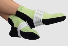 Soothe foot and arch pain the Sharper Image way! Hot and Cold Pain Relieving Gel Socks provide natural, drug-free pain relief for a variety of common foot problems.