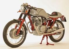 Honda cafe racer motorcycles : Cafe racer kit fitted to a CB250N or a CB400N