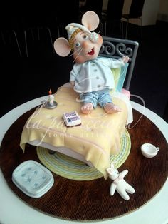 Topo Gigio's cake made for Mc Arthur Glen's Outlet in Castel Romano Gorgeous Cakes, Amazing Cakes, Danbo, Fondant Cakes, Cupcake Cakes, Cupcakes, Bed Cake, Sculpted Cakes, Animal Cakes