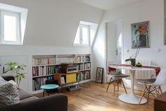 L'architecte Gali Sulukjian a transformé un espace restreint et peu pratique en un coquet appartement, niché sous les toits d'un immeuble parisien.