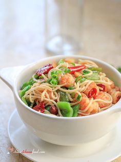 Easy Shrimp Chow Mein _ Easy Chinese style kung pao shrimp fried noodles—shrimp chow mein. Sichuan style shrimp chow mein.