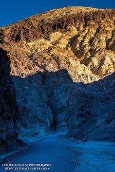 Golden Canyon Sunrise - Death Valley National Park CA [OC] [1000x668]