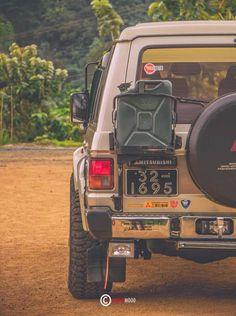 Pajero Off Road, Outlander 2017, Car Roof Racks, Ford Maverick, Mitsubishi Pajero, Nissan Pathfinder, Expedition Vehicle, Vintage Trucks, Jeep Cherokee