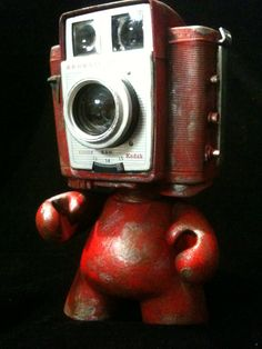 Camera Head Kodak Munny Kidrobot Urban Vinyl Art toy Brownie twin #red #robot #junkbot...this would be perfect in my livingroom