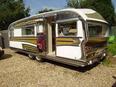 gypsy caravans sold in usa Retro Caravan, Vintage Campers Trailers, Retro Campers, Cool Campers, Gypsy Caravan, Gypsy Wagon, Vintage Caravans, Camper Trailers, Tiny Camper