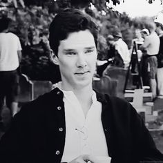 Benedict Cumberbatch is adroable. He looks better without the 'Sherlock' hair.